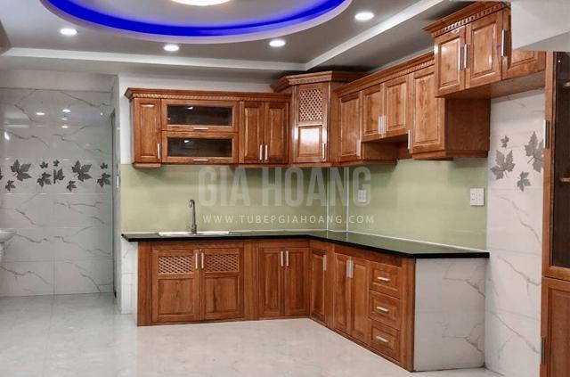 Thiết kế tủ bếp gỗ Căm Xe sang trọng phong cách bán cổ điển hiện đại cao cấp