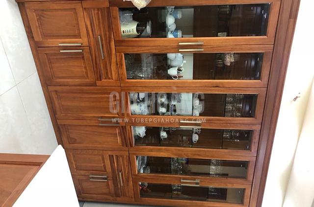 Tủ đứng trang trí được gia công bằng gỗ Căm Xe tự nhiên